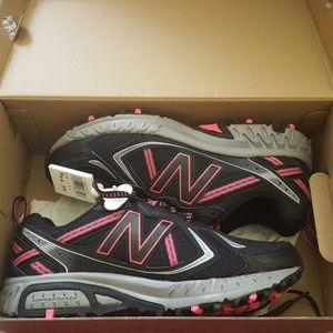 Brand new New Balance shoes size 7.5 black/pink